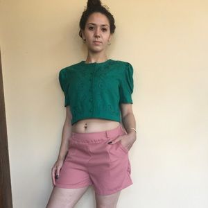 Vintage button crop top with high wished shorts